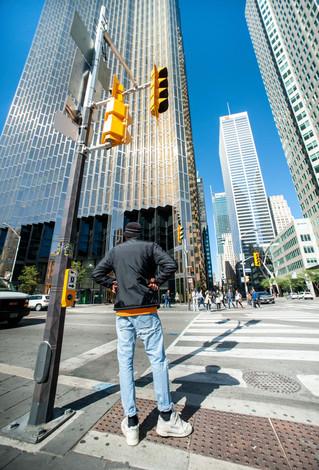 Puis il s'est arrêté. Puis je me suis arrêté. Il ressemblait à une tour humaine, au milieu de ces tours de béton. LA VIE. . Then he stopped. Then I stopped. He seemed to me to be a human tower, amongst the concrete ones. LIFE  Toronto, Canada, octobre 2017.