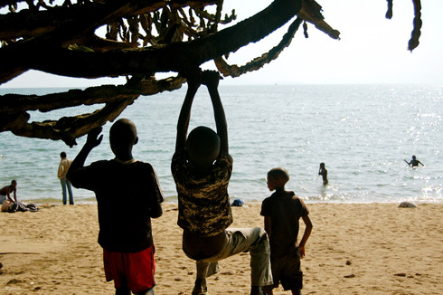 Sur la plage de Gisenyi, Gitarama, Rwanda, décembre 2010.