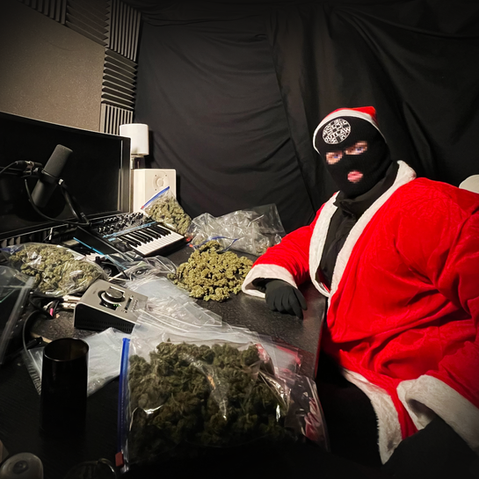 OUTLAW SANTA POSTS OUT FREE WEED
