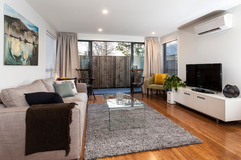 187 Kilmore St - lounge view