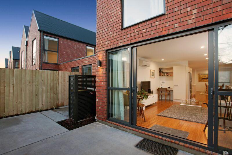 187 Kilmore St - courtyard