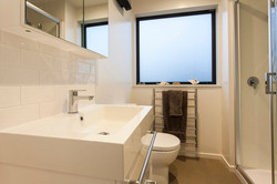 187 Kilmore St - bathroom 1