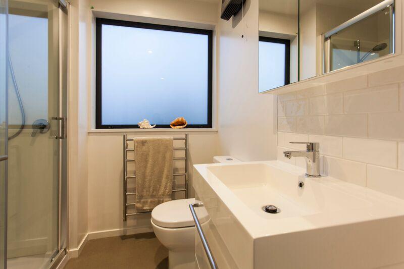 187 Kilmore St - bathroom 2