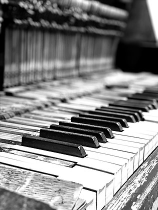 The ol' Piano in The Yard