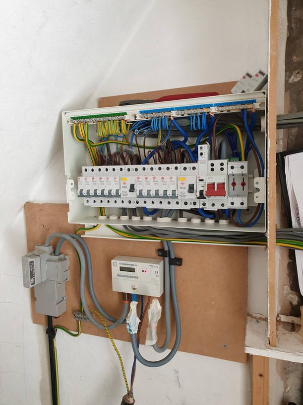 Split load consumer unit