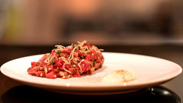 Por que o Tan Tan, o noodle bar do chef Thiago Bañares em Pinheiros, reaberto com o dobro do tamanho