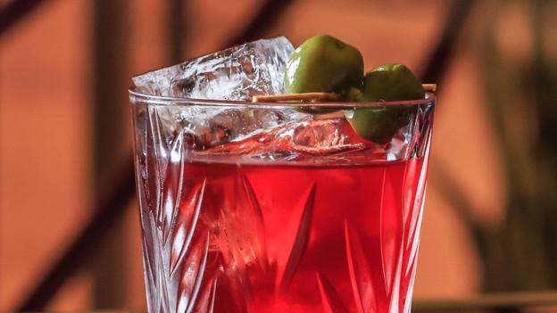"""Com clima de """"O Grande Gatsby"""", o bar The Juniper 44°, no Itaim, deixa os drinks lúdicos de lado e i"""