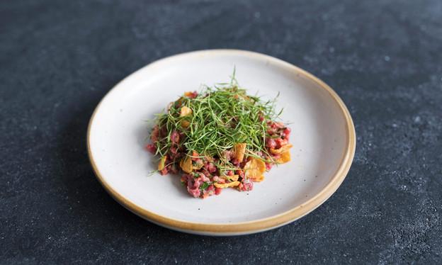 """Jurado do """"The Taste Brasil"""", o chef André Mifano serve em seu Lilu, em Pinheiros, só prat"""