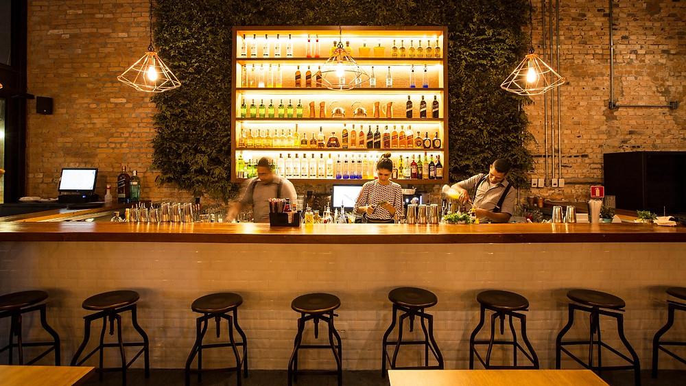 Melhores bares novos Méz novos drinks que valem a visita Itaim  Marcelo Serrano, Laércio Zulu, Talita Simões e Adriana Pino