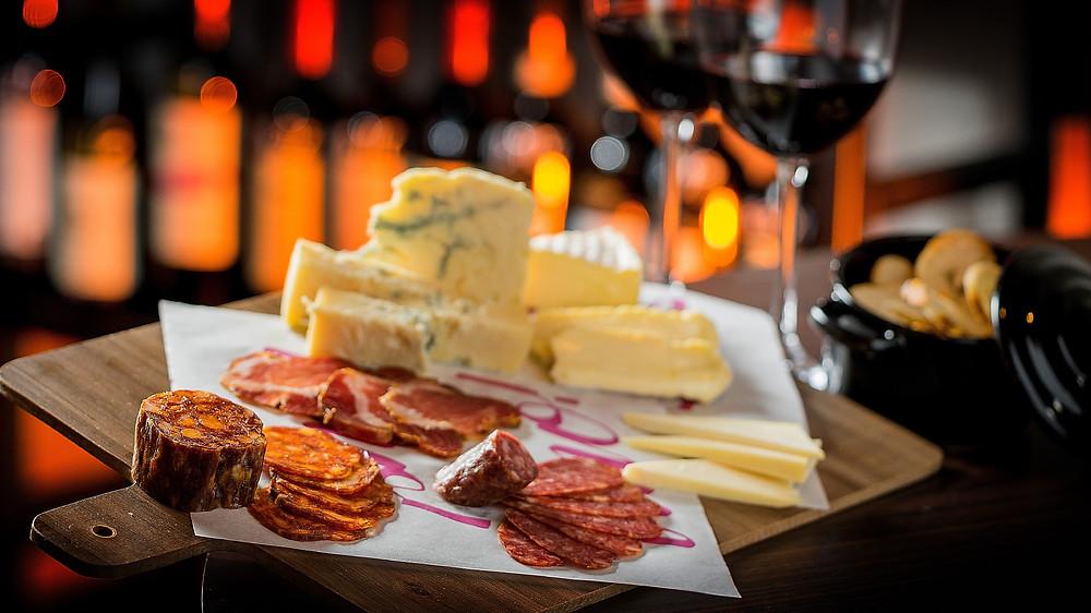Melhores Bares Novos gastronomia Pinheiros Vino! Bar Flavio Miyamura Raphael Zanette