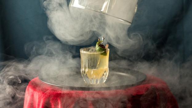 O dilema que o bar Caulí, em SP, impõe aos clientes que optam pelos drinks da casa: é para beber ou