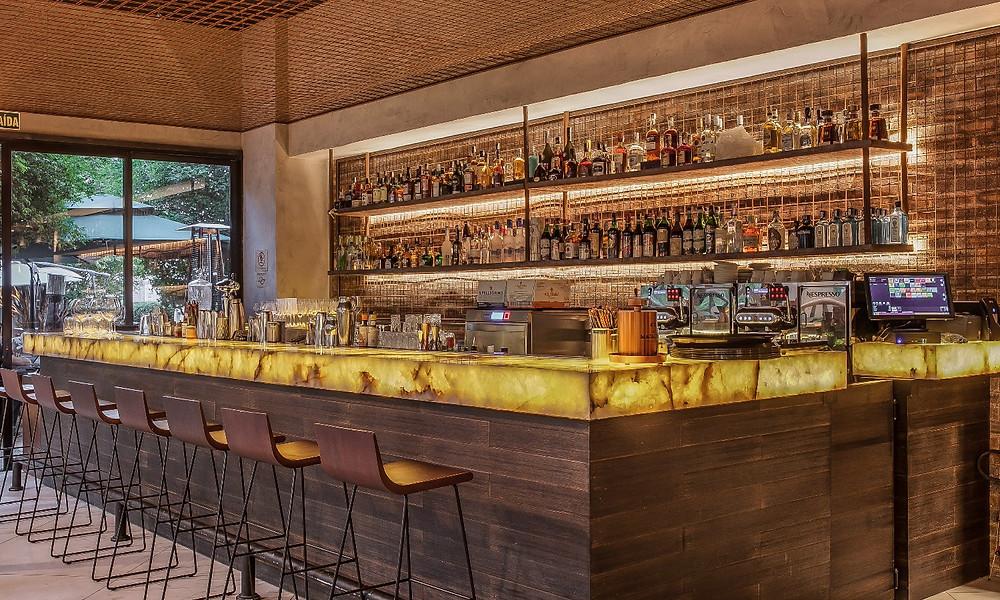 O elegante bar do novo SAL, inaugurado no Shopping Cidade Jardim