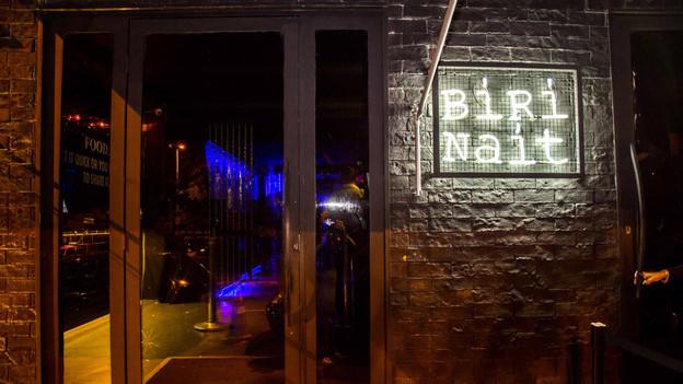 Com clima de balada para poucos, o Biri Nait, em Pinheiros, ganha mais uma porção de drinks com nome