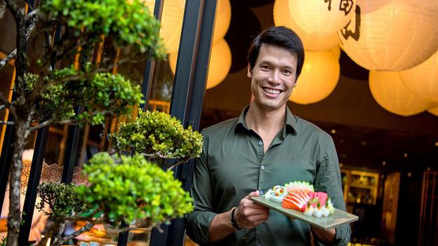 Campeão do MasterChef, Leo Young assume o Tatá Sushi, no Itaim, e deixa o menu com sua cara