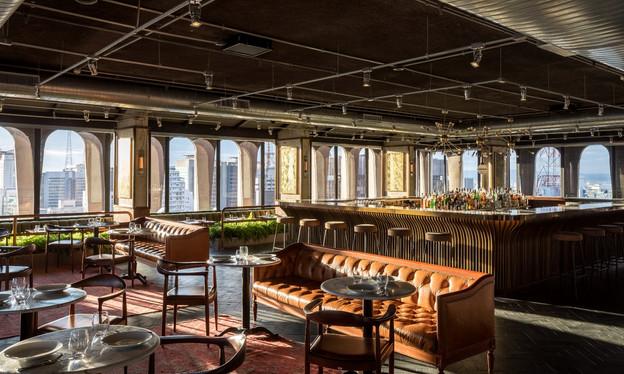 O Seen, no rooftop do Hotel Tivoli Mofarrej, é o bar com a melhor vista de SP? Há quem crave que sim