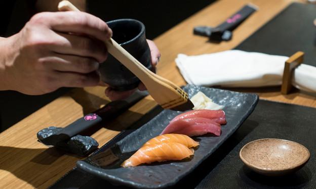 Let´Sushi Izakaya, no Leblon, serve receitas orientais bem elaboradas num ambiente charmoso e acanha