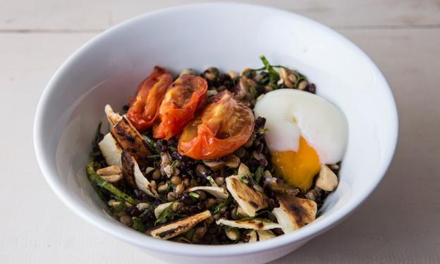 No Bio, no Itaim, o chef Alex Atala aproveita quase tudo que entra na cozinha. E sem abrir mão do sa