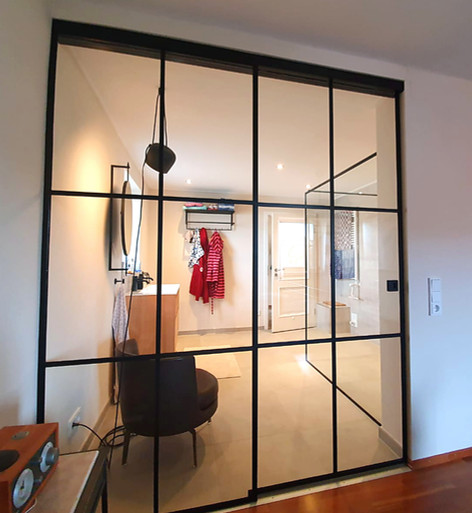 Glastrennwand mit Schiebetür_Haus S.jpg