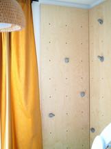 Kinderzimmer_Kletterwand.JPG