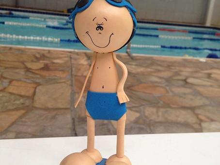 Prós e contras da natação para bebês