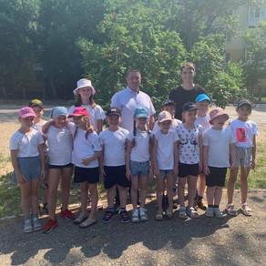 Учащиеся школы №55 приняли активное участие в жизни Куйбышевского района и помогли высадить рябины