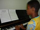 Jongen piano.jpg