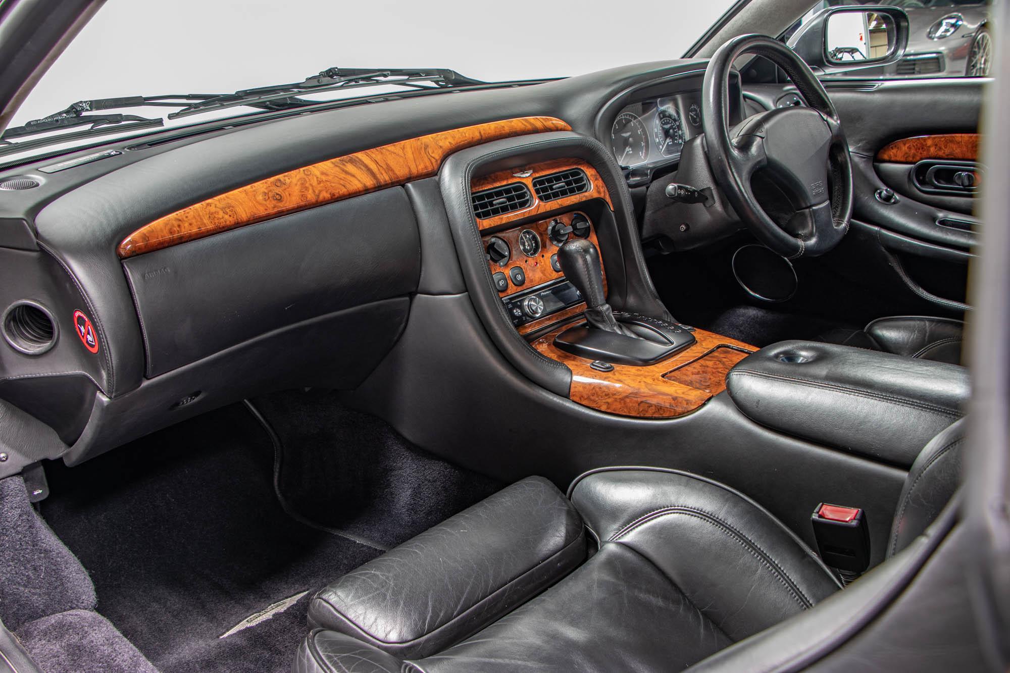 Aston DB7-14