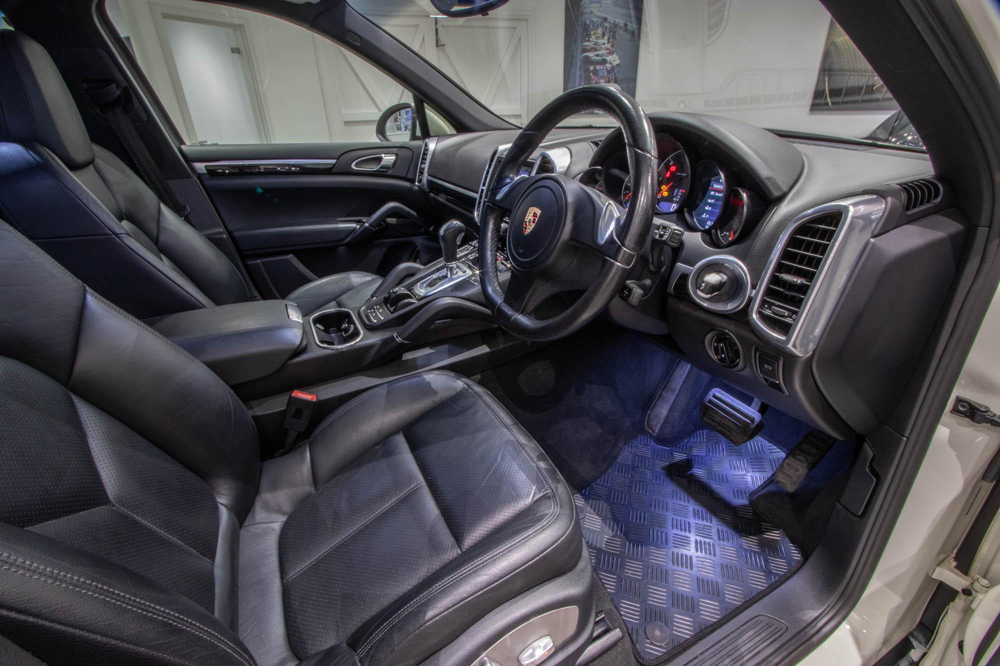 Porsche Cayenne 3.0D-15