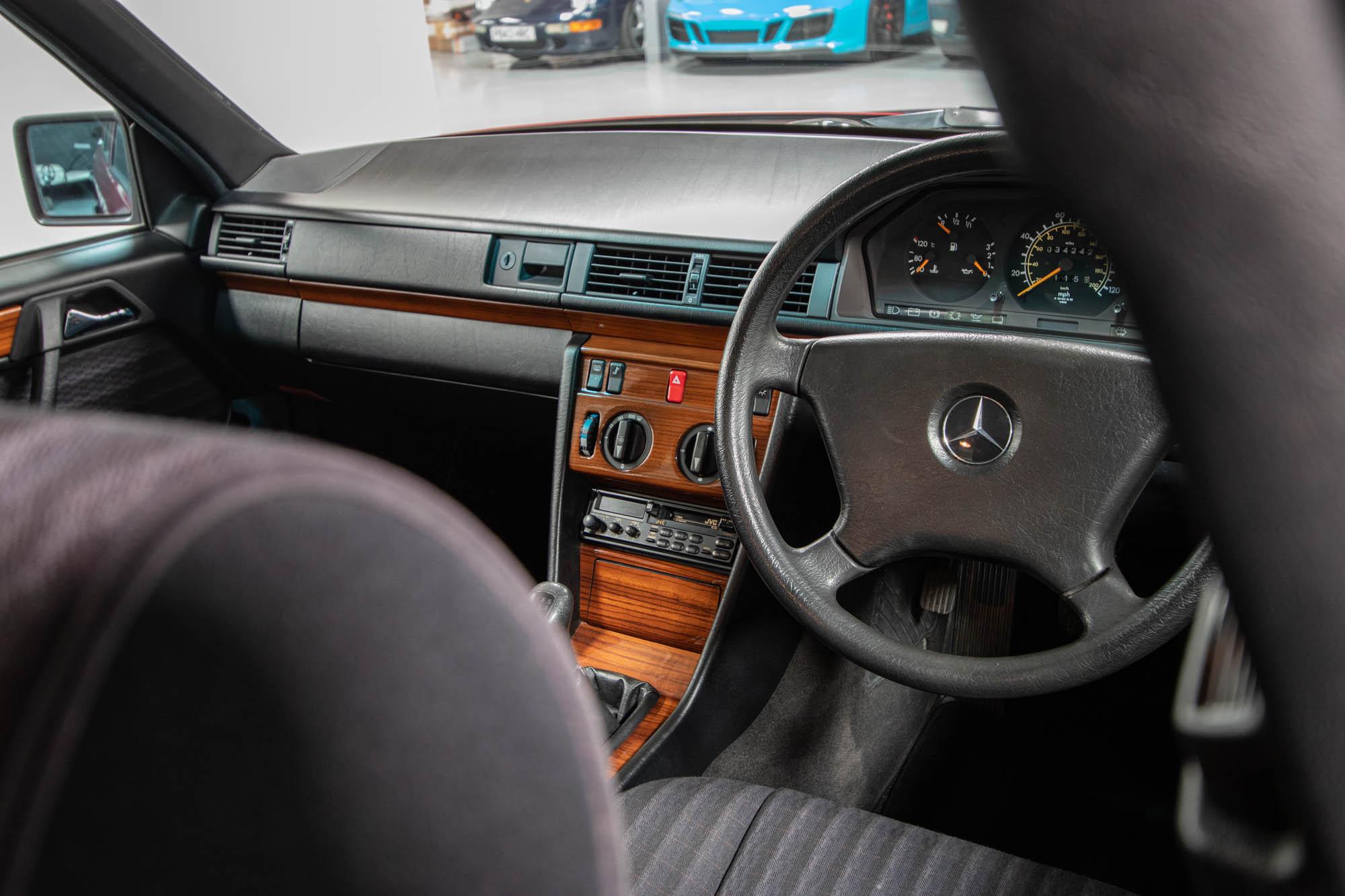 W124 Details-19
