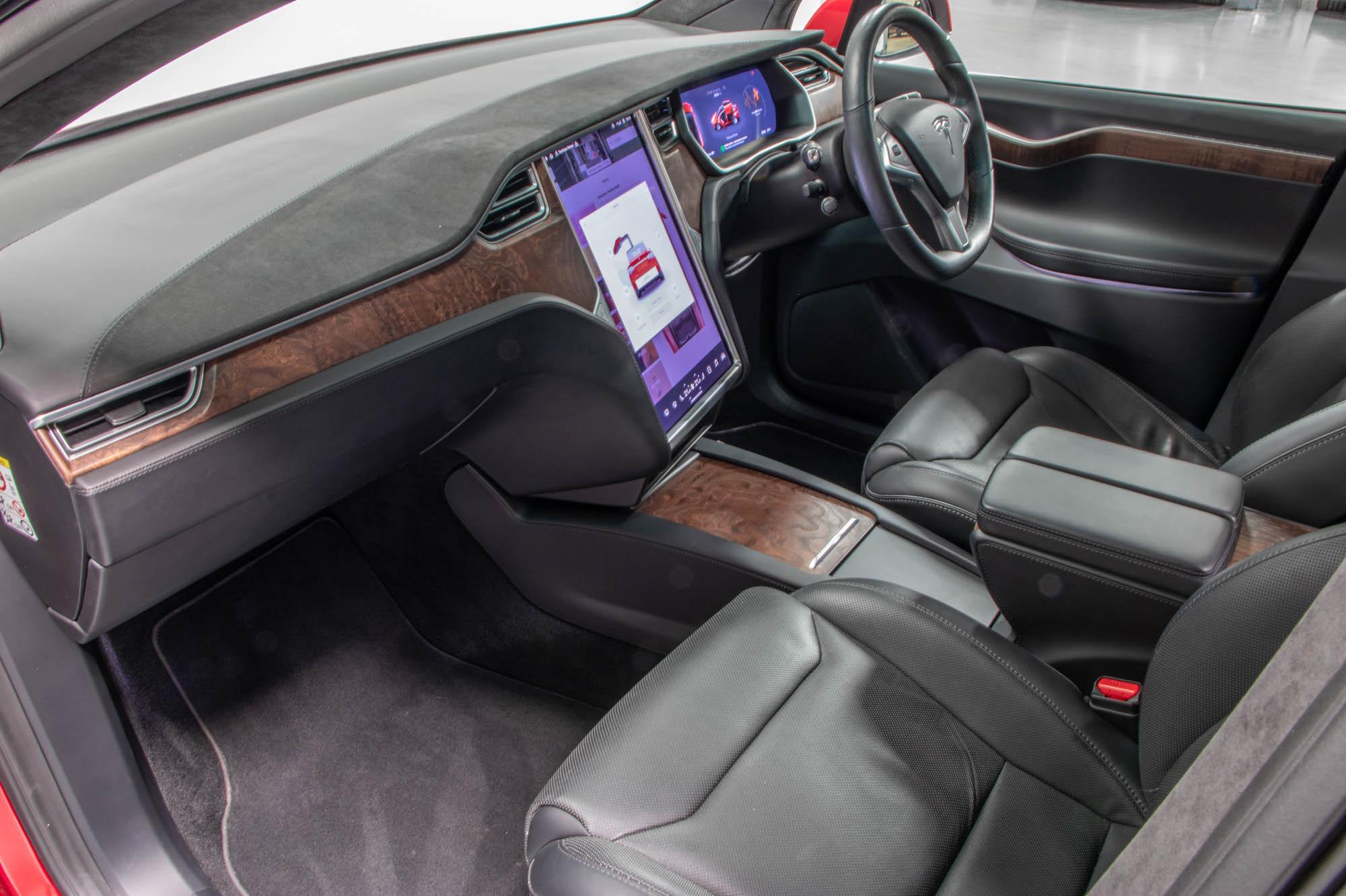 Tesla Model X-38