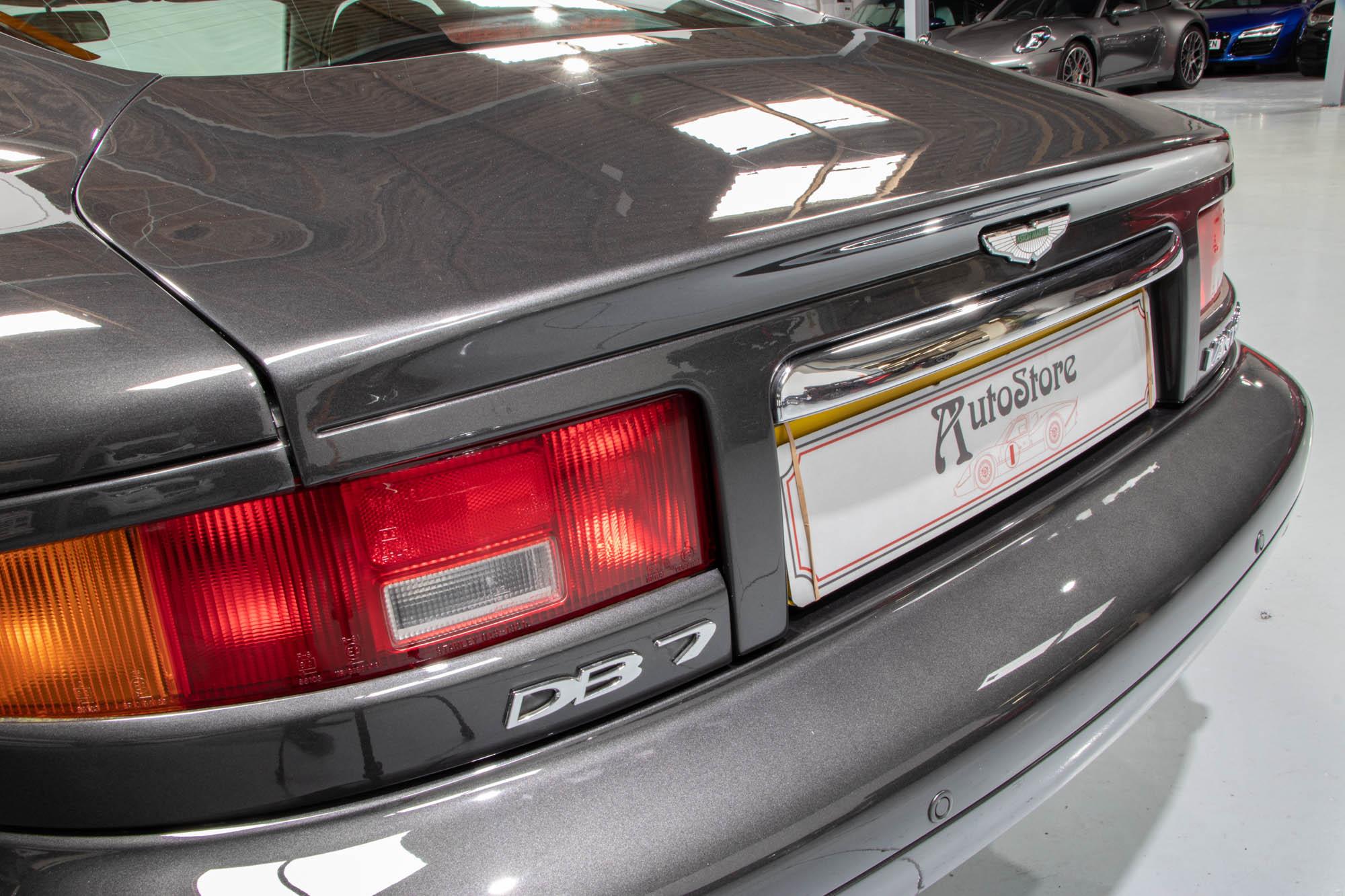 Aston DB7-15