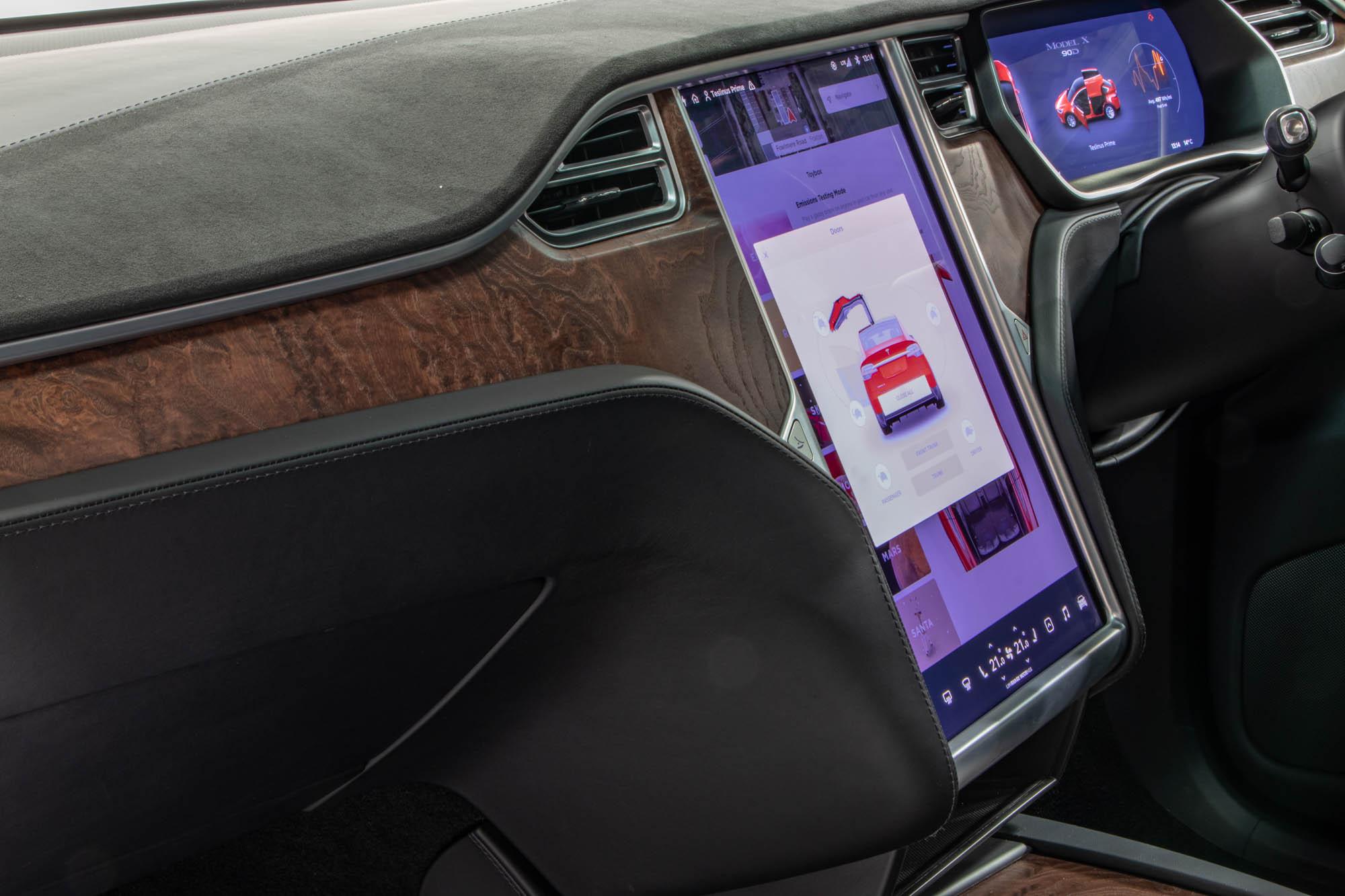 Tesla Model X-37