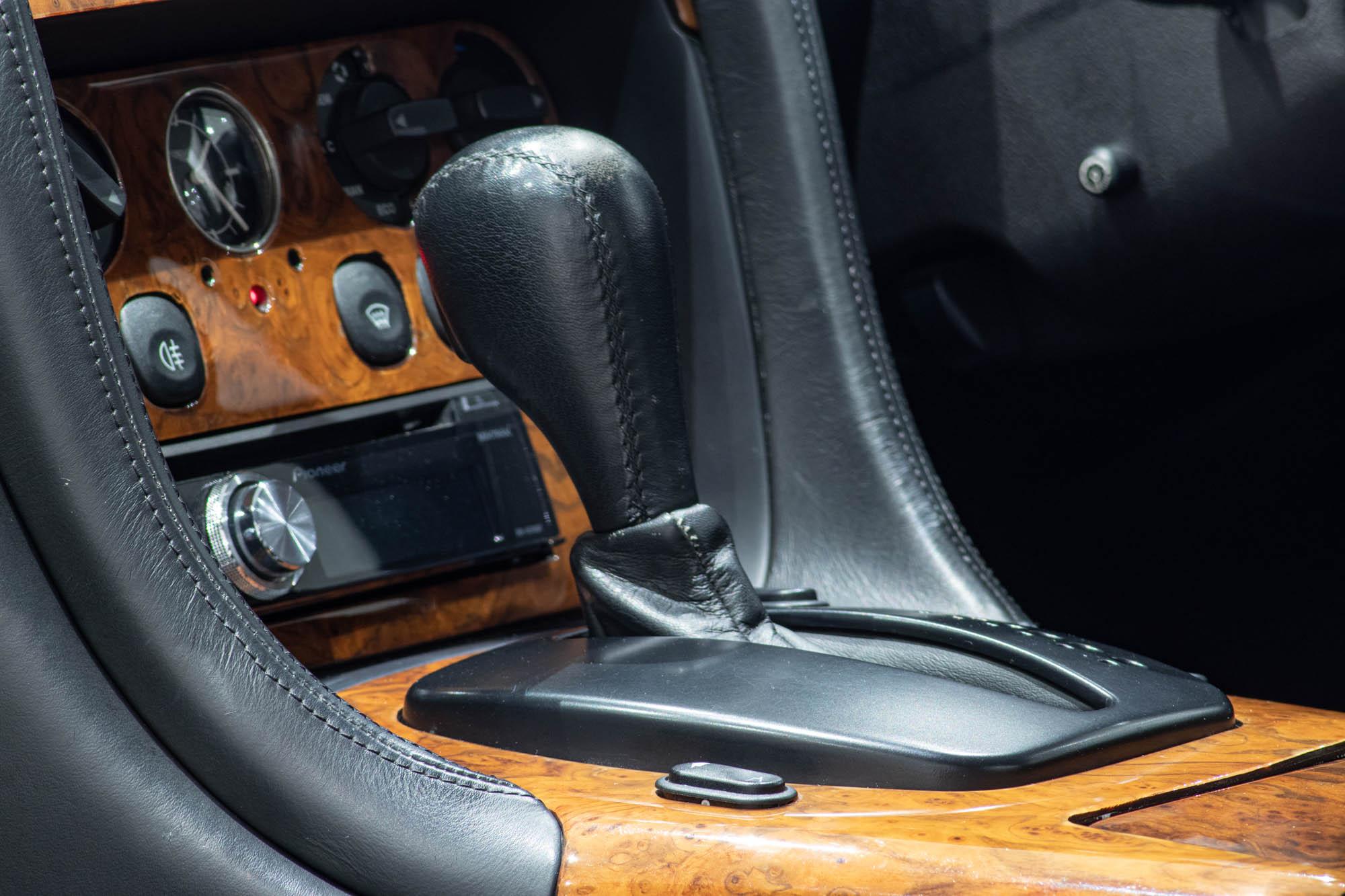 Aston Martin DB7-6