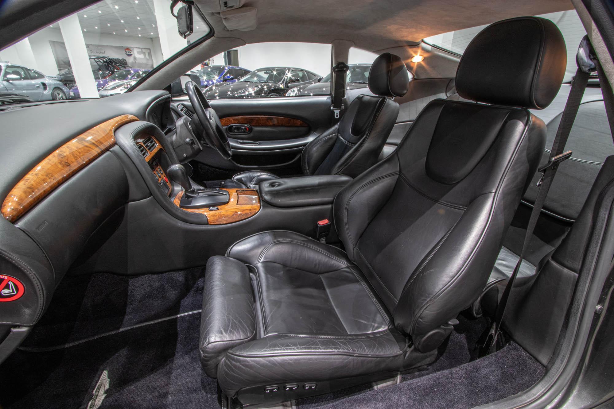Aston Martin DB7-2