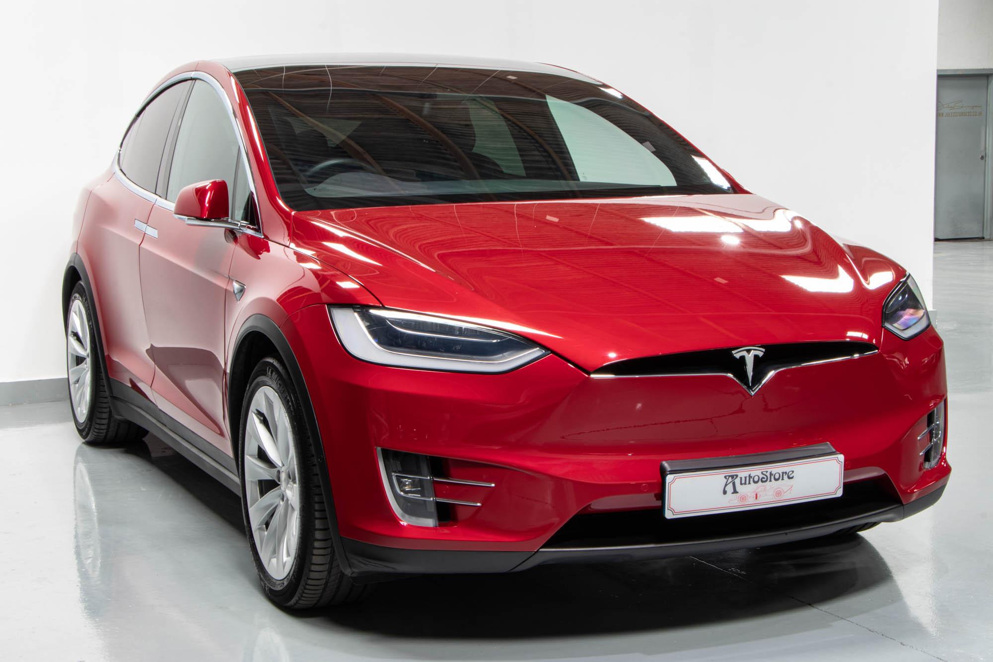 Tesla Model X-2