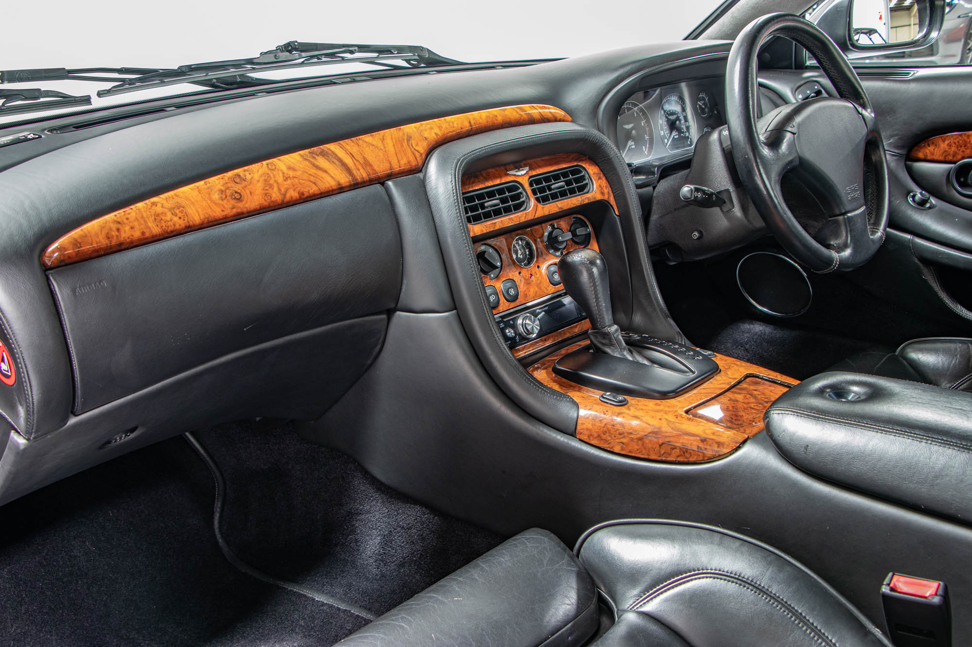 Aston DB7-13