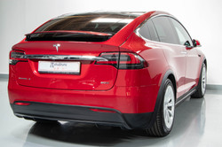 Tesla Model X-30