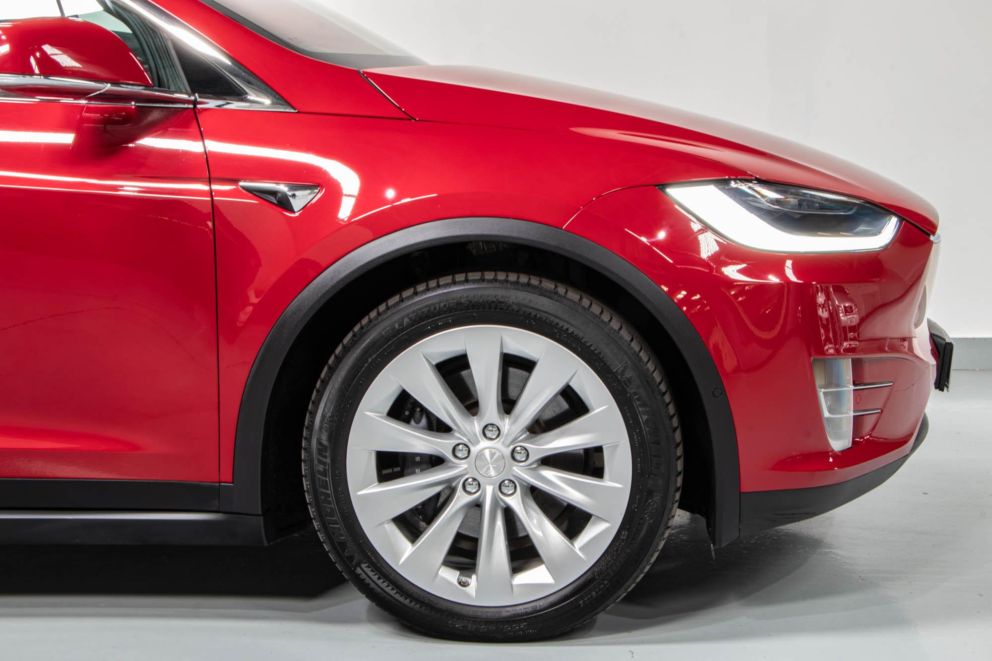 Tesla Model X-20