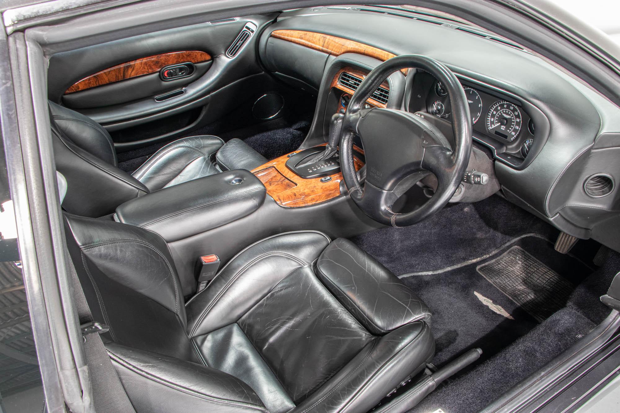 Aston DB7-16