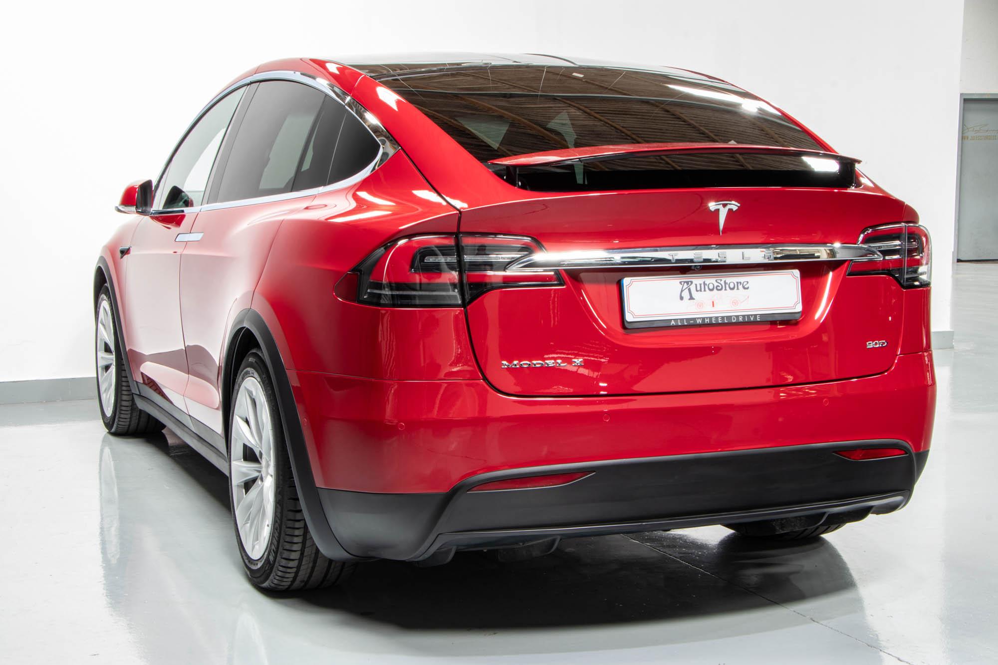 Tesla Model X-29