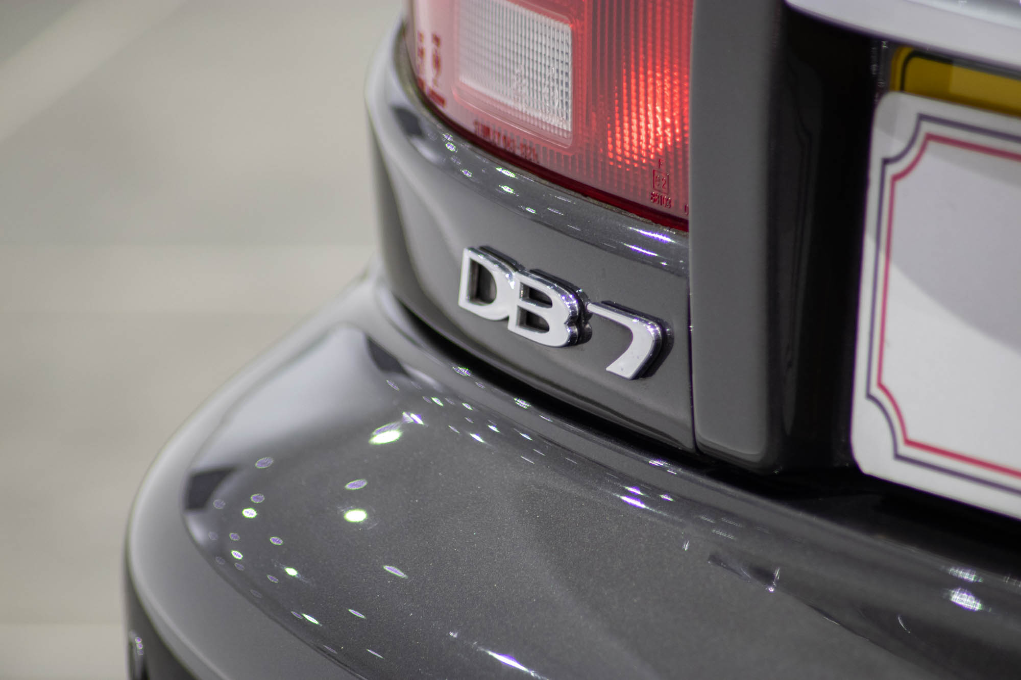 Aston Martin DB7-12
