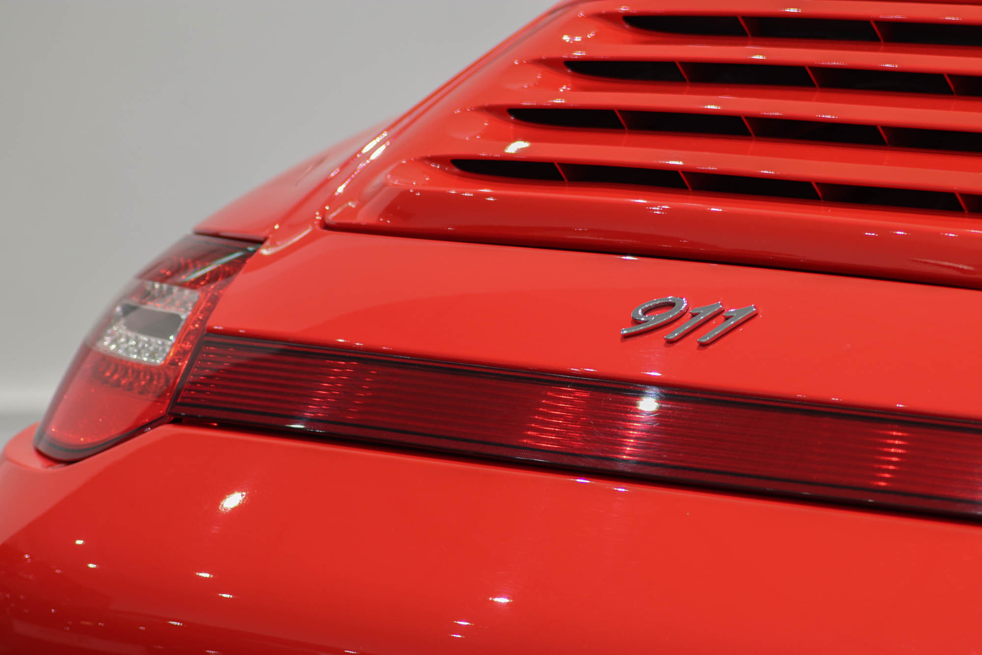 997.2 C4S Red Details-16
