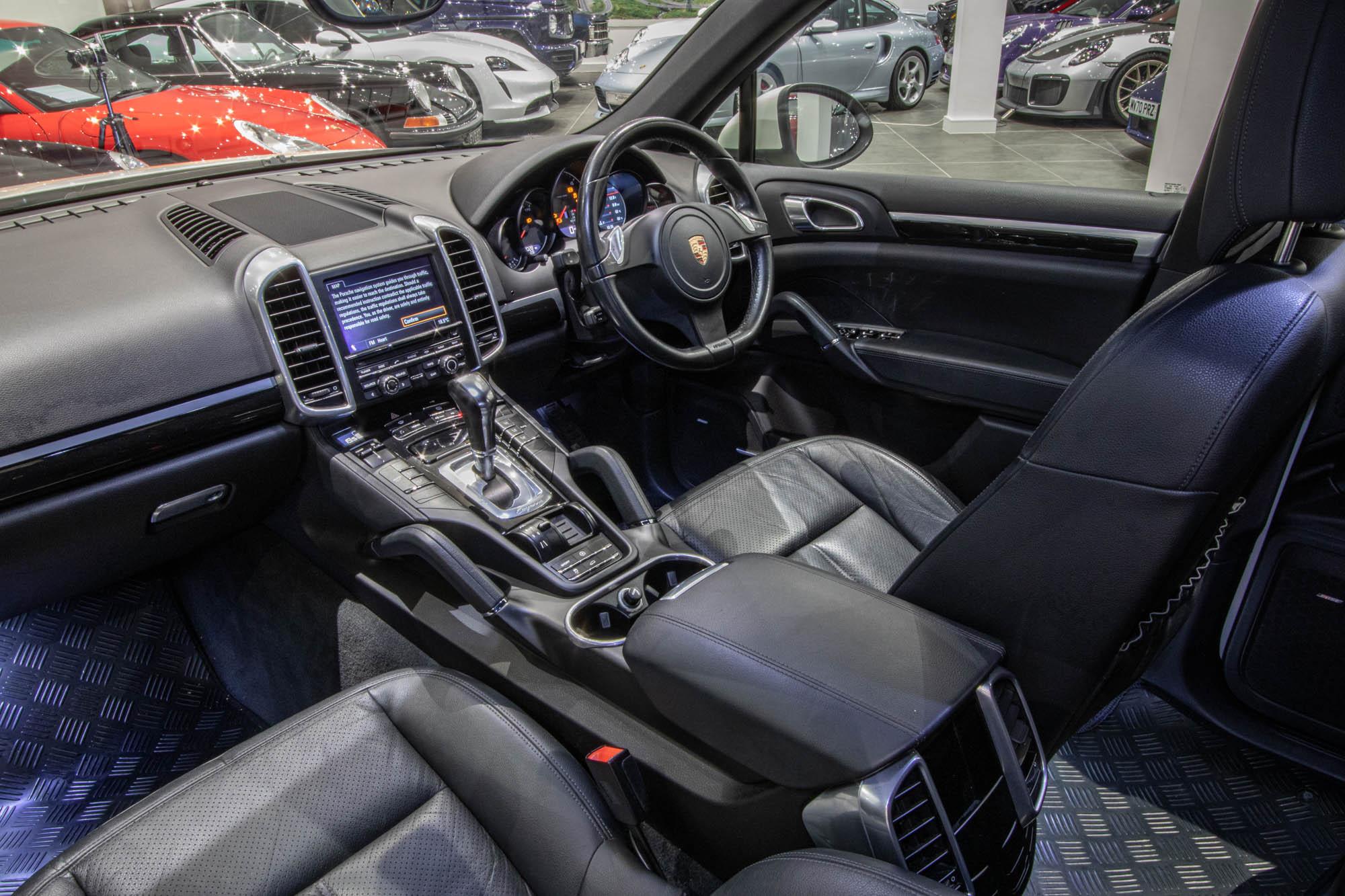 Porsche Cayenne 3.0D-13