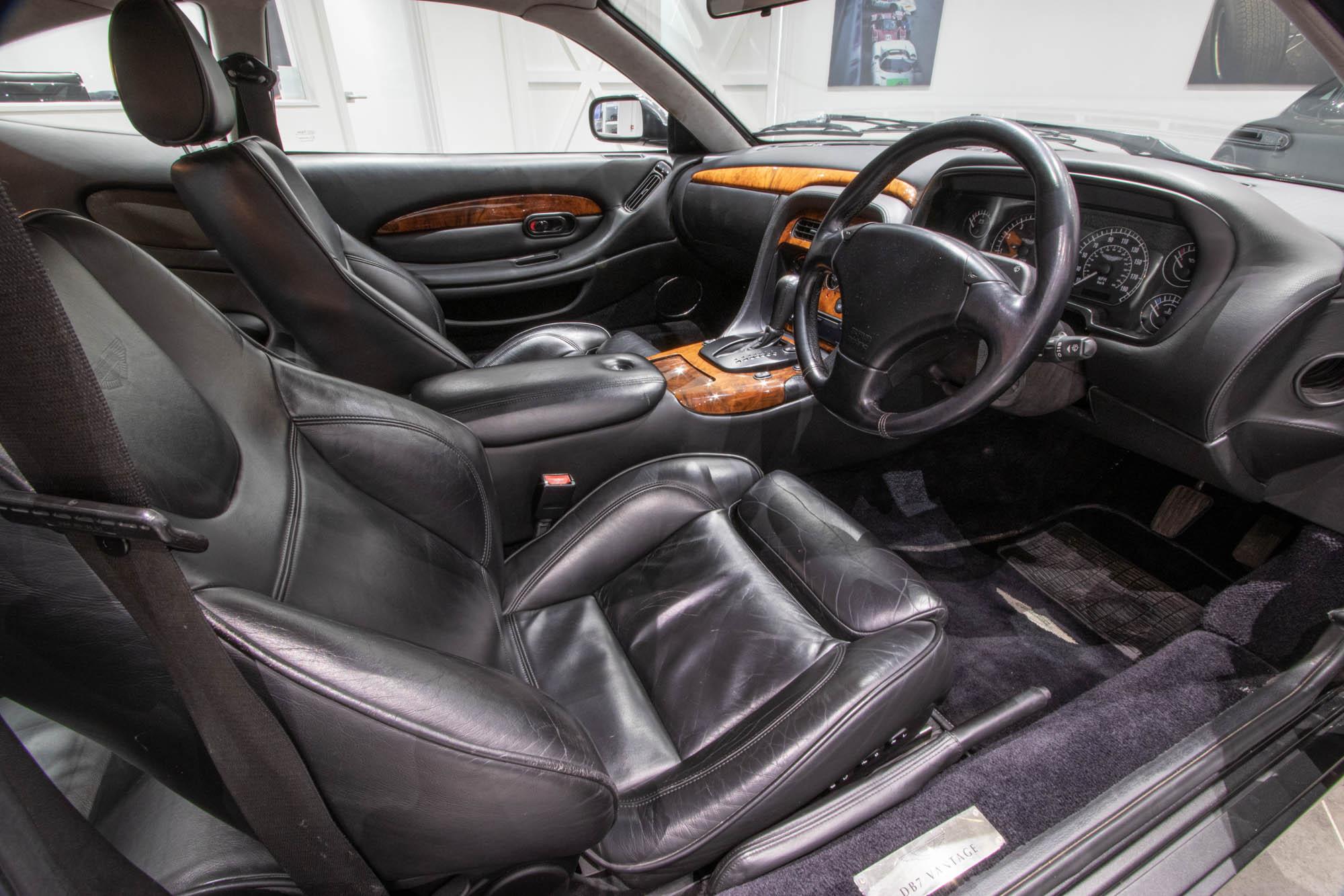 Aston Martin DB7-3