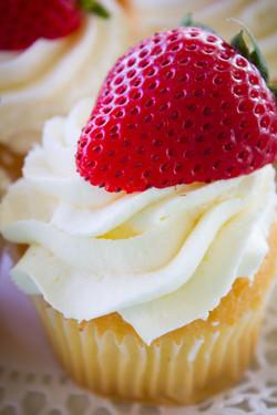 Strawberry Wedding Cake cupcake2-1