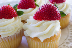 Strawberry Wedding Cake cupcakes4-1