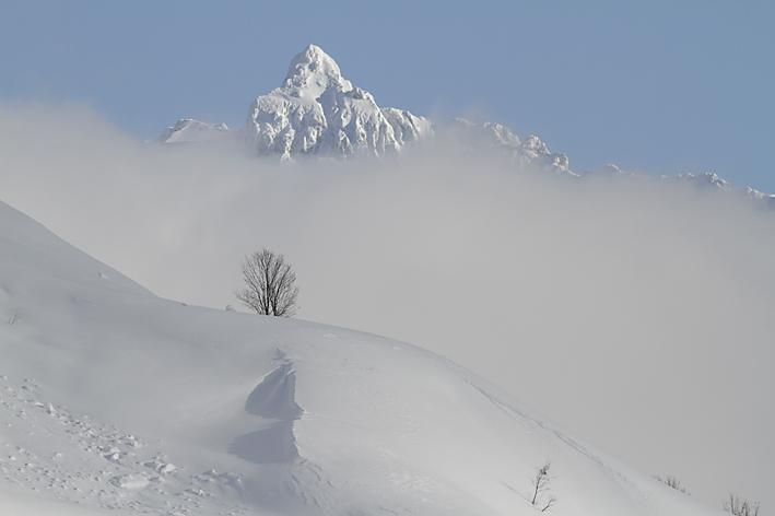 la_pointe_percée_en_hiver,_massif_des_Aravis.jpg