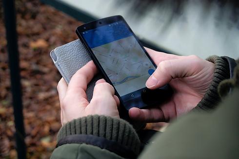 smartphone-outside-hiking-technology-359