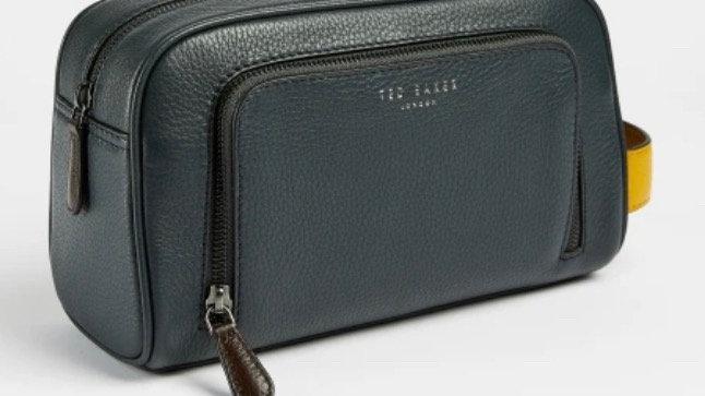 Ted Baker London CLINGS Leather washbag