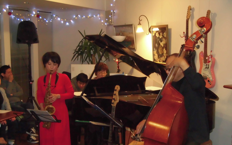 Christmas Jazz Night by Moment's Notice ft.Miho
